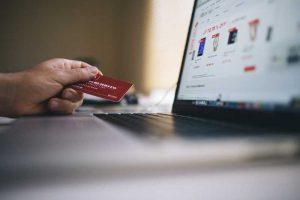 Nonostante il crollo del turismo online si stima per l'e-commerce italiano una crescita del 10% rispetto alle previsioni